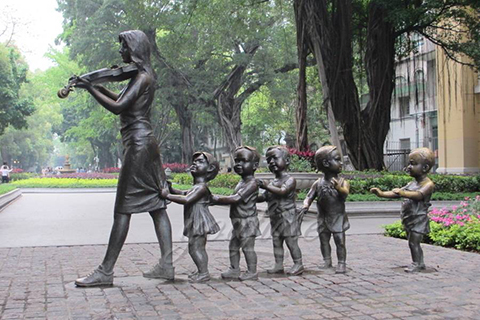 Lovely outdoor life size bronze teaching group sculptures with violin